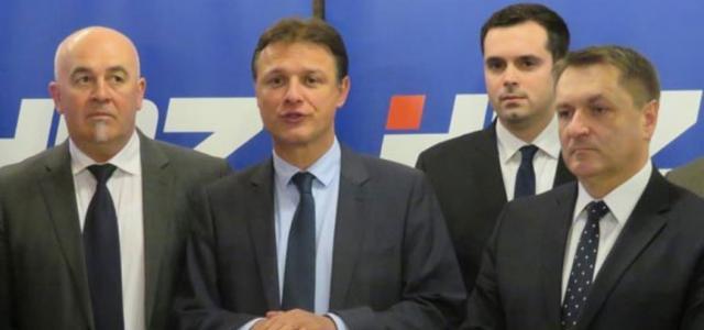 (sprijeda) Vladimir Bregović, Gordan Jandroković i Dražen Barišić