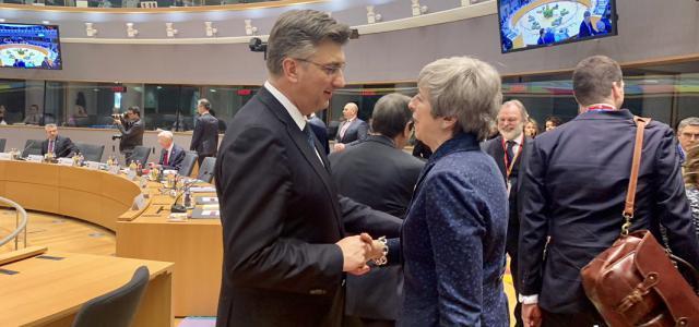 S britanskom premijerkom Theresom May uoči Europskog vijeća