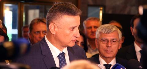 (VIDEO) Nakon sjednice Predsjedništva: Ni Most ni Božo Petrov neće srušiti Vladu!